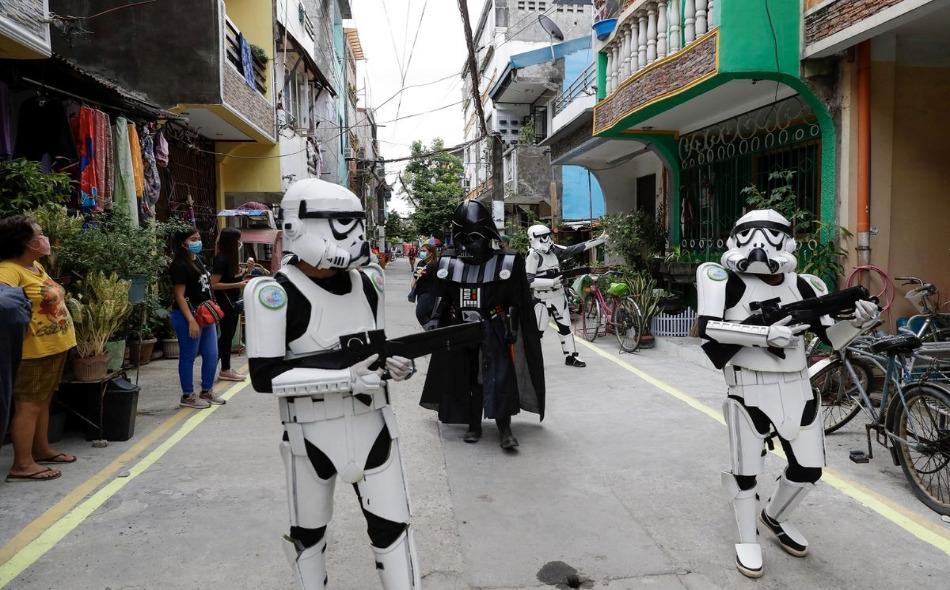 """شخصيات """"حرب النجوم"""" تجوب شوارع مانيلا"""