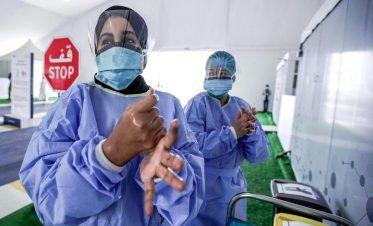 اتخذت دولة الإمارات عددًا من الإجراءات والتدابير الوقائية التي أسهمت بصورة كبيرة في الحد من انتشار فيروس كورونا ومن أهمها، زيادة مراكز الفحص للكشف عن حالات الإصابة بالفيروس في كافة أنحاء الإمارات. الصورة: TheNational