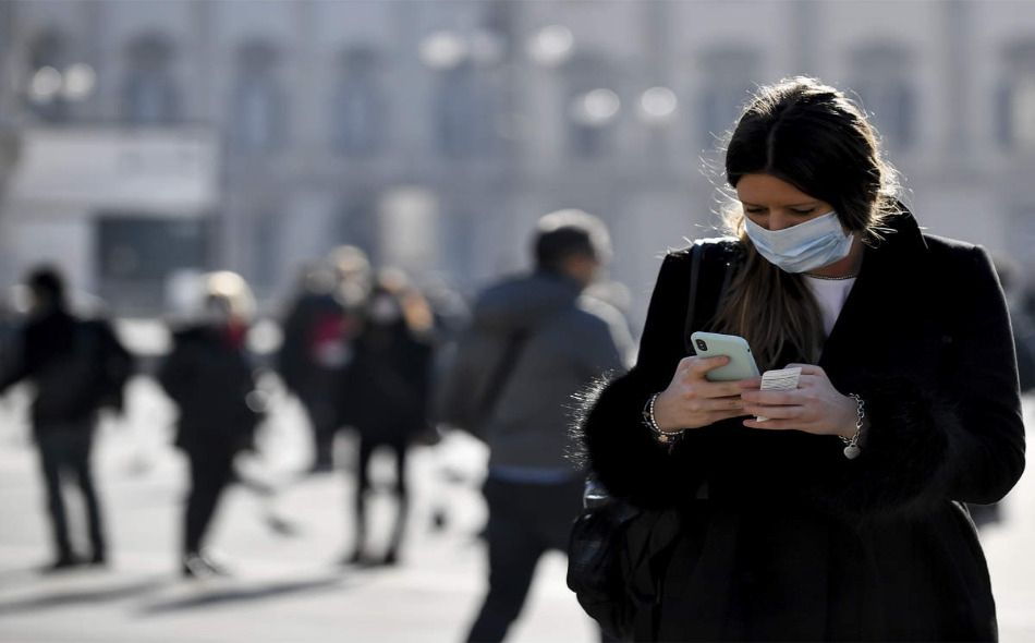 وفق الأرقام الواردة في الدراسة، فإن ارتداء القناع حال دون تسجيل 78 ألف إصابة في إيطاليا خلال الفترة الواقعة بين 6 أبريل و 9 مايو، بينما وصل هذا الرقم في مدينة نيويورك إلى 66 ألف، في الفترة الممتدة من 17 أبريل وحتى 9 مايو. الصورة: AP