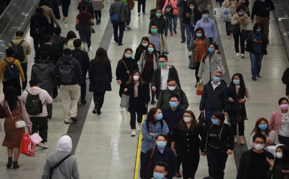 ماريا فان كيركوف: لا يزال من النادر أن ينتقل الفيروس من شخص لم تظهر عليه أعراض فعلية إلى أشخاص آخرين، إنه أمر نادر جدا. الصورة: istock.com