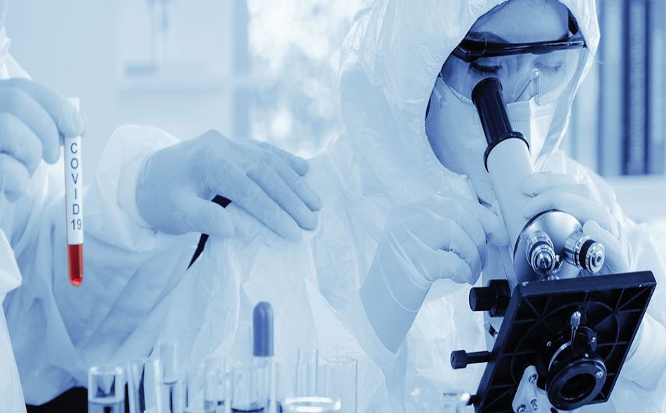 """وصف """"باسكال سوريوت""""، الرئيس التنفيذي لشركة """"أسترازينيكا"""" العملاقة للأدوية، علاج الأجسام المضادة الواعد، بأنه """"مزيج من جسدين مضادين""""، في جرعة واحدة، قد تقلل من فرصة تطوير الشخص لمقاومة مناعية لأحدهما. الصورة: Oxford University"""