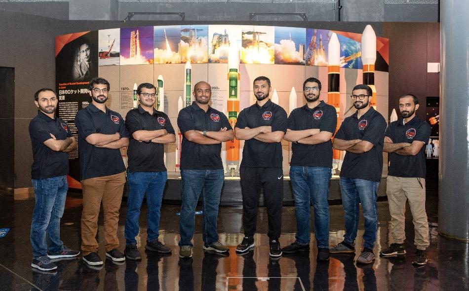 يعمل فريق الكوادر الإماراتية على مدار الساعة لإنجاز الاستعدادات الأخيرة وفق جدول زمني محدد بدقة، وجملة مهام اختبارية متصلة على مدى 50 يوم عمل، يتناوب عليها أعضاء الفريق وفق منهجية تعدد المهام والمهارات، التي طورها الفريق خلال أشهر من العمل والتحضير.