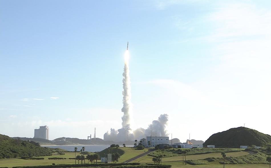 """يعد استقبال أول إشارة بمثابة نجاح انفصال """"مسبار الأمل"""" عن الصاروخ الحامل له، وذلك بعد ساعة من الانطلاق من """"مركز تانيغاشيما الفضائي"""" في اليابان إلى الفضاء يوم الاثنين عند الساعة 01:58 صباحًا بتوقيت الإمارات."""