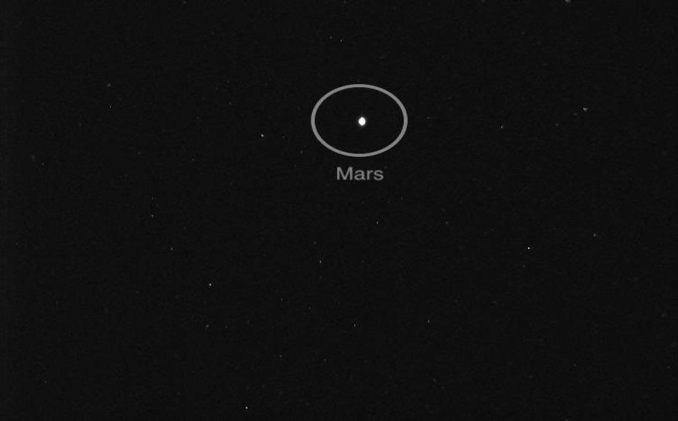 """تعادل المسافة التي قطعها """"مسبار الأمل"""" منذ إطلاقه الناجح يوم 20 يوليو إلى المريخ نحو 20 بالمئة من إجمالي المسافة التي تستغرقها رحلته للوصول إلى الكوكب الأحمر، والتي تساوي حوالى 493 مليون كيلو متر."""