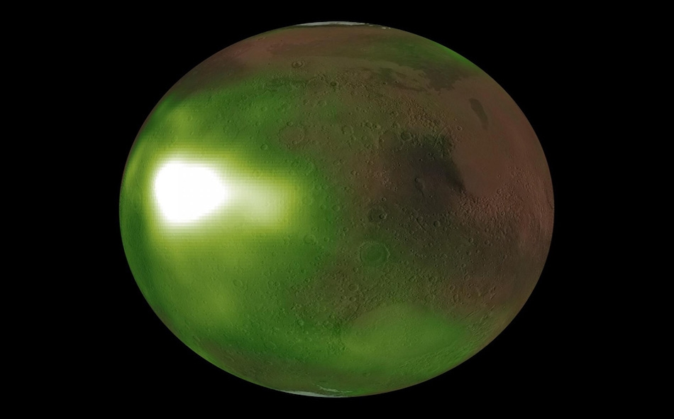 """تم تسجيل ظاهرة اللون الأخضر على الكوكب الأحمر بواسطة المركبة """"مايفن""""، إذ لا تُرى الظاهرة من قبل رواد الفضاء، لأنها مرئية فقط بواسطة الأشعة فوق البنفسجية، وغير ممكن رؤيتها بالعين المجردة. ويمكن أن يساعد هذا الاكتشاف في تكوين صورة أكثر تفصيلا لطقس..."""