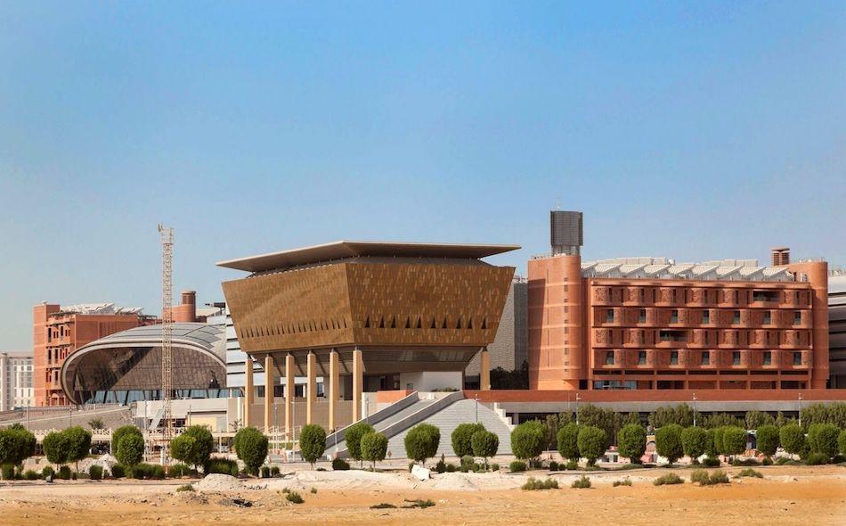 تأسست جامعة محمد بن زايد للذكاء الاصطناعي في أبوظبي عام 2019، وهي أول جامعة على مستوى العالم للدراسات العليا المتخصصة في بحوث الذكاء الاصطناعي. وتتبنى الجامعة نموذجًا جديدًا للدراسة الأكاديمية وبحوث الذكاء الاصطناعي عبر إتاحة وصول الطلاب وأعضاء الهيئة...